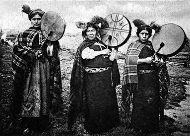 Machi's, priesteressen en geneesvrouwen van de Mapuche.